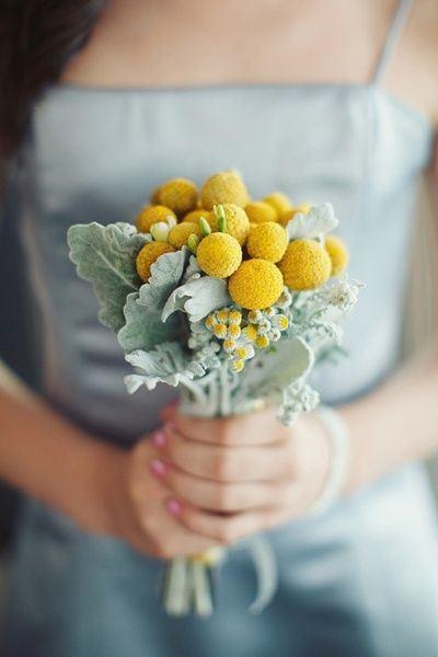唯美新娘手捧鲜花大全图片