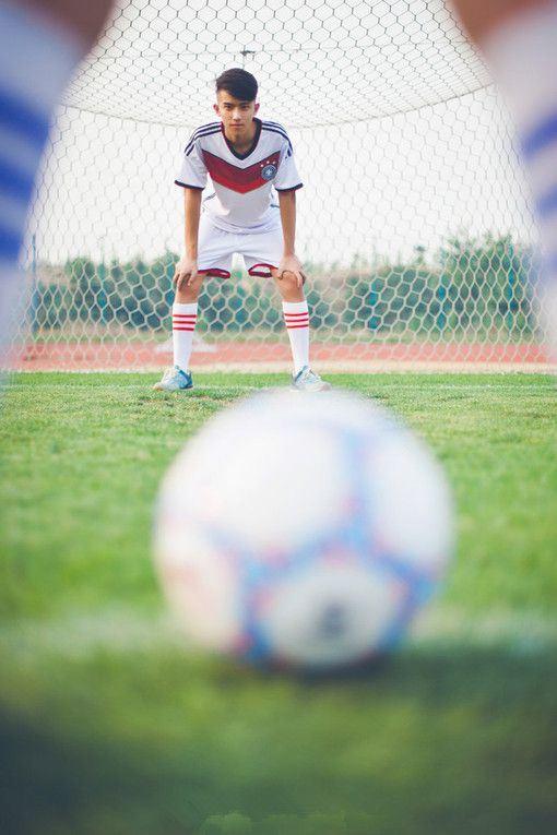 足球情侣合影情投意合图片