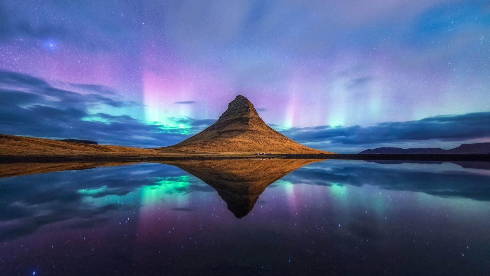 2021夜晚星空极光山
