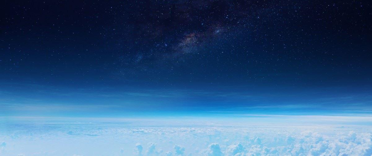 蓝色星空云层风景电脑壁纸图片